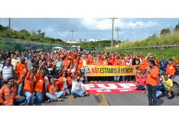 Solidariedade e união marcam ato nacional na RLAM, em defesa do Sistema Petrobrás