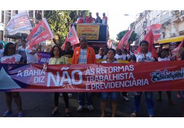 Sindipetro Bahia e movimentos sociais nas ruas contra a reforma da Previdência