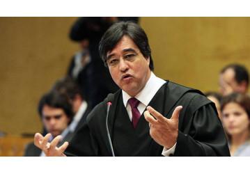 O advogado Marthius Sávio, de Brasília, vai abordar o tema da reforma trabalhista em palestra, dia 09/08, no Hotel Vila Velha