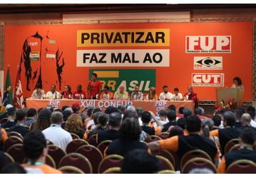 Petroleiros apontam greve para barrar desmonte da Petrobras