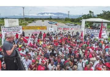 Em ato no Comperj, Lula defende empregos no setor de óleo e gás