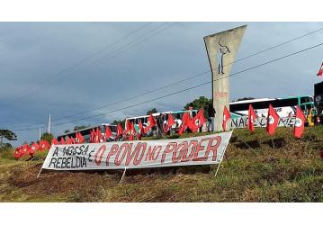 Movimentos sociais ocupam Curitiba em jornada pela democracia