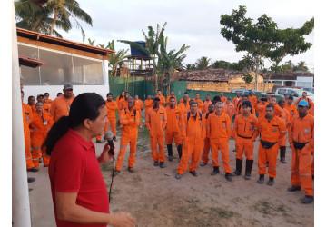 Diretores do Sindipetro se reúnem com trabalhadores da WS, em Cardeal da Silva