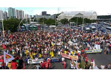 Manifestantes travam região do Iguatemi em protesto contra as reformas da Previdência e Trabalhista