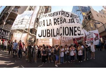 Argentinos entram em greve contra reformas de Macri