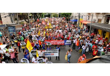 15/03 – Manifestação contra a reforma da Previdência reúne milhares de pessoas, em Salvador; confira o vídeo