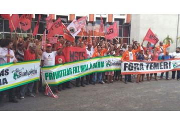 Sindicatos e movimentos sociais realizam ato contra privatizações