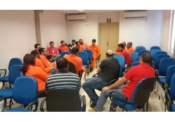 Setoriais debatem formas de mobilização e greve