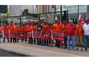 Convocado pela FUP, ato no EDIBA marca entrega da pauta à direção da Petrobrás - confira matéria da TVT