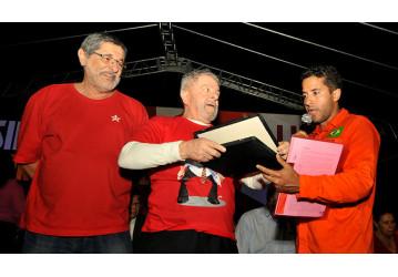 Sindipetro Bahia e categoria petroleira prestam homenagem ao ex-presidente Lula