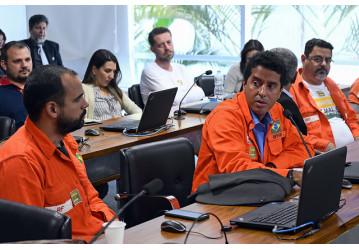 Petroleiros intensificam luta no Congresso contra entrega da Petrobrás e do Pré-Sal