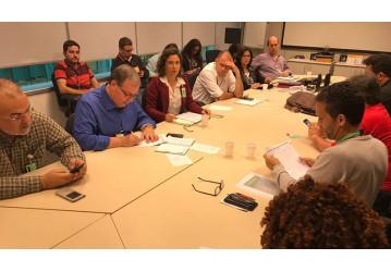 Diretores da FUP entregam pauta de reivindicações em reunião na Petrobrás