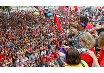 Porto Alegre: mulheres enfrentam apagão e tomam as ruas para defender Lula!