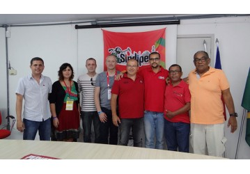 Petroleiros franceses visitam Sindipetro e falam dos prejuízos da privatização