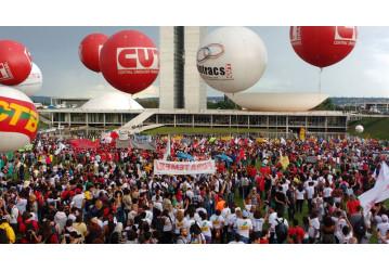 Contra reformas, mais de 150 mil já estão no #OcupaBrasília