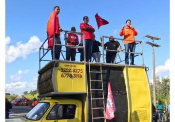 Petroleiros realizam protesto contra preços dos combustíveis e privatização da Petrobrás