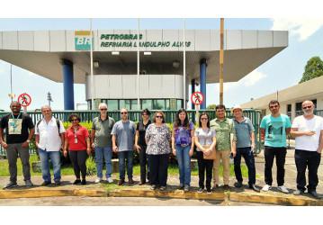 Professores visitam a Bahia para  pesquisar a logística local do petróleo