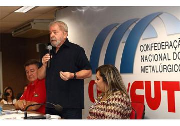 Lula: crescimento só volta com democracia e eleição direta