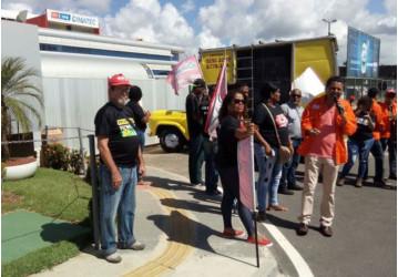 CUT-BA faz protesto em evento com ministro de Minas e Energia e Wagner