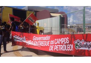 Petroleiros protestam contra venda dos campos terrestres em lançamento do REATE