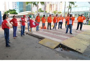 Petroleir@s cruzam os braços e Sindipetro faz ato no EDIBA; confira video