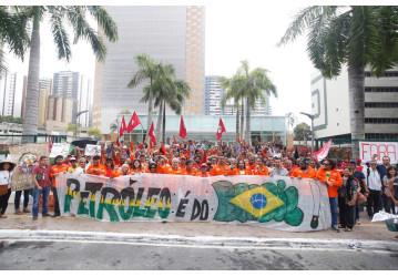 Petroleiros cruzam os braços na Bahia – greve de 72h começa com boa adesão
