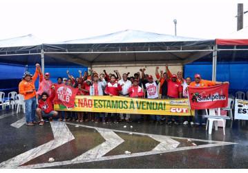 Petroleiros da Bahia aderem em massa à greve geral