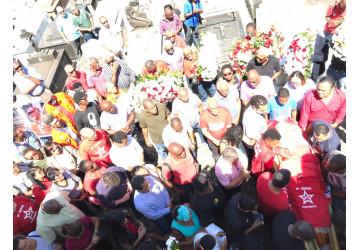 Centenas de pessoas vão ao Cemitério do Campo Santo dar o último adeus ao companheiro Peu da CUT