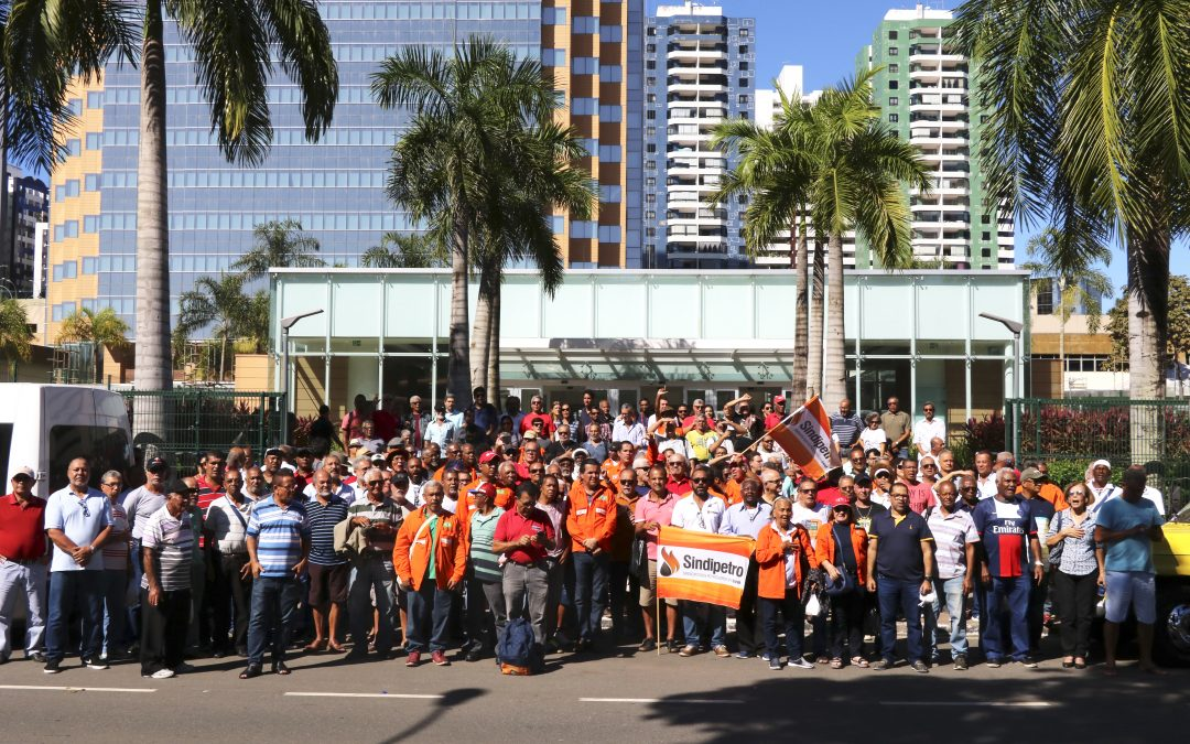 Em ato no EDIBA, petroleiros da Bahia protestam contra retirada de direitos e equacionamento da Petros