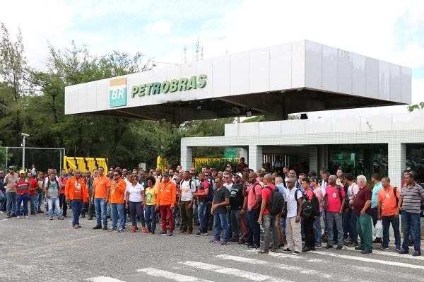 Trabalhadores da FAFEN Bahia atendem convocação da FUP e participam de mobilização nacional
