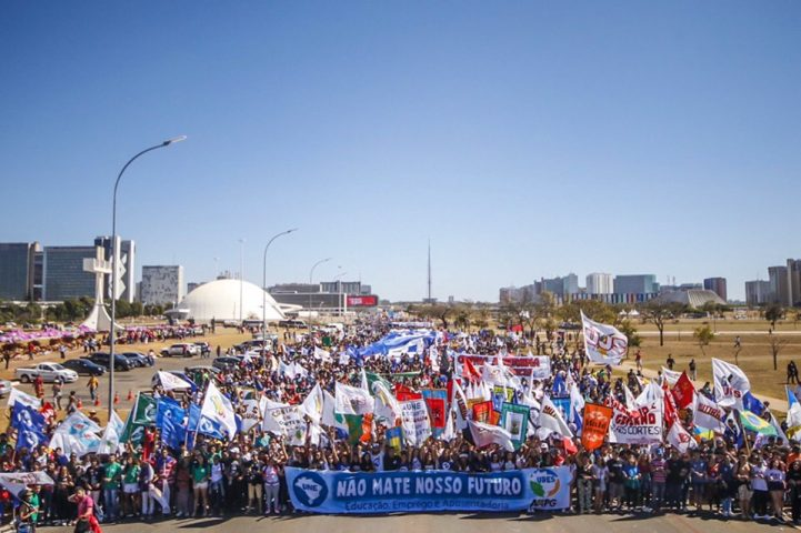 O tsunami voltou! 13 de agosto é data de novo protesto estudantil