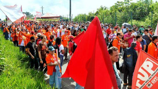 Resultado de imagem para Petroleiros TST  greve