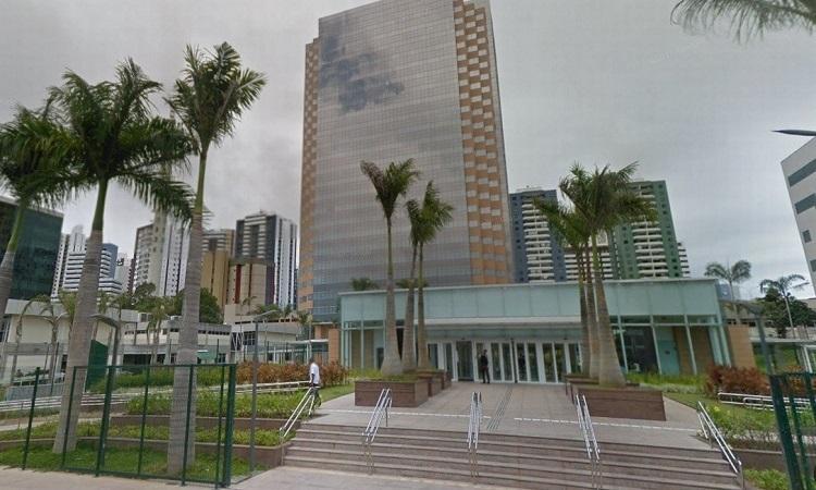 Trabalhadores da Torre Pituba fazem caminhada contra a saída da Petrobrás da Bahia, nessa sexta (11)