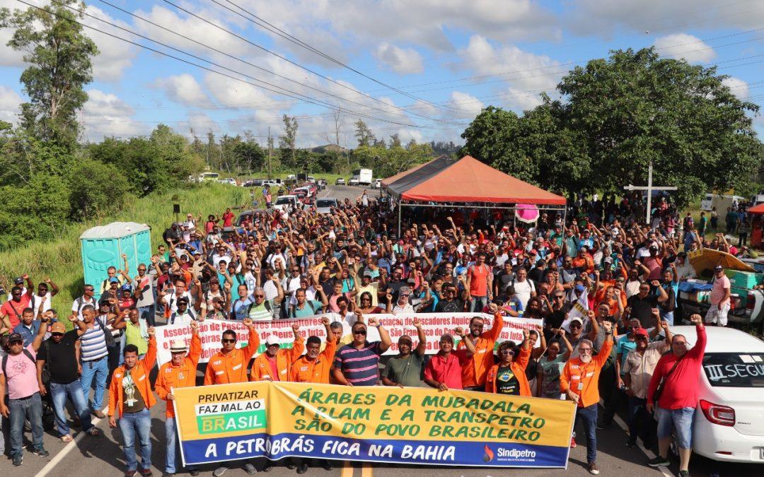 Sindipetro Bahia realiza ato com os trabalhadores da RLAM e Transpetro