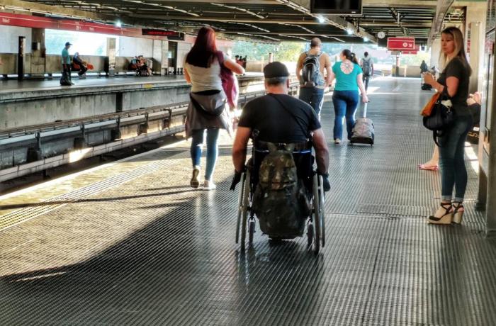 Ataques do governo a direitos e pandemia agravam situação de pessoas com deficiência