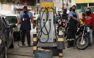Ação do Sindipetro Bahia – Gasolina por R$ 3.50, o litro, atraiu centenas de moradores de Candeias