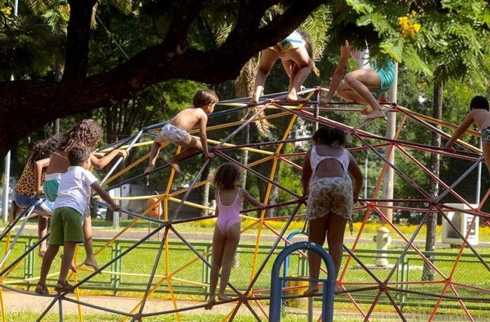 No Brasil, mais de 130 mil crianças de até 17 anos ficaram órfãs na pandemia