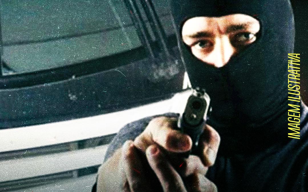 Bandidos armados invadem ônibus e assaltam trabalhadores da RLAM