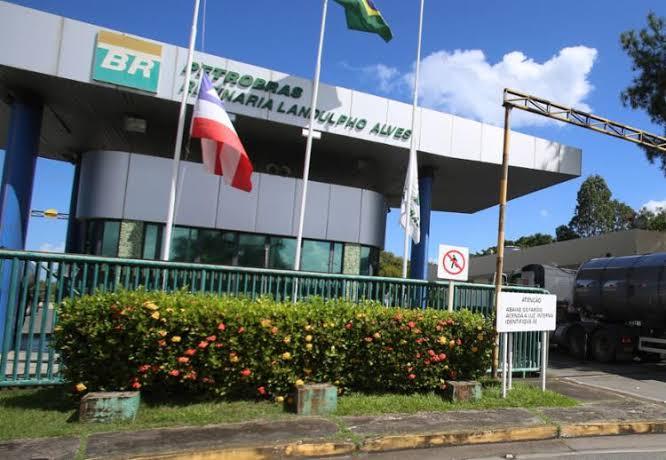 Tabela de turno – Sindipetro Bahia convoca trabalhadores da RLAM para assembleias