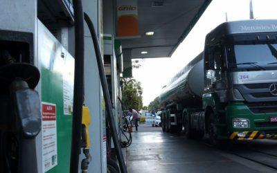 Donos de transportadoras param entregas de combustíveis contra altos preços