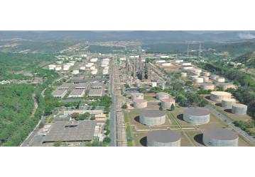 Petroleira sofre queimadura em acidente na Regap