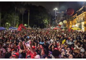 Manifestantes exigem liberdade de Lula nas ruas do Brasil e do exterior