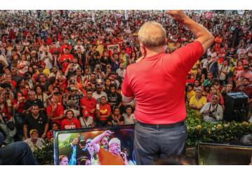 Lula: 'Se for preso, falarei pela voz de vocês e andarei pelas pernas de vocês'