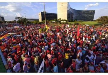 Agora é oficial: Lula é candidato!