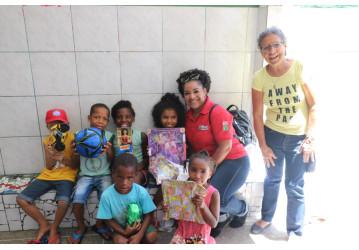 Campanha de Natal - Categoria atende chamado do Sindipetro e faz doação de brinquedos para crianças carentes