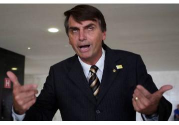 Bolsonaro diz que quem pensa diferente dele terá duas opções: cadeia ou exílio