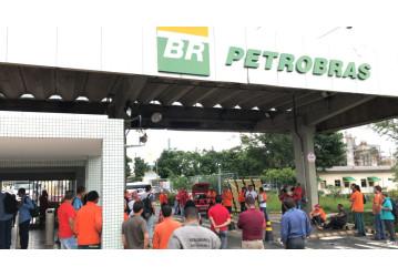 Trabalhadores da FAFEN Bahia param em mais uma mobilização para construção da greve dos petroleiros