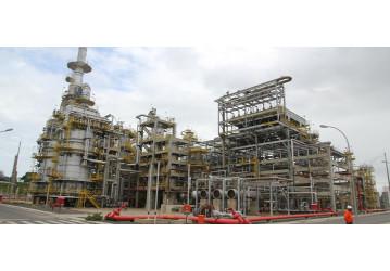 Petroleiros realizam, na terça (30), protesto contra a venda da RLAM e o aumento do preço dos combustíveis
