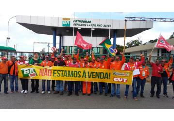 Petroleiros vão à greve para baixar preços do gás de cozinha e dos combustíveis