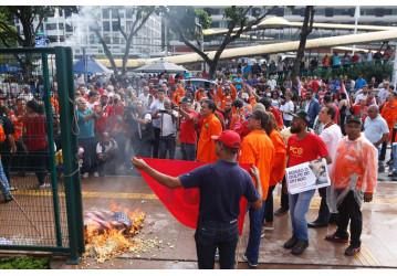 Petroleiros entram em greve pela redução do preço dos combustíveis e do gás de cozinha